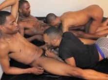 Homens Negros Pelados no Surubão Nus