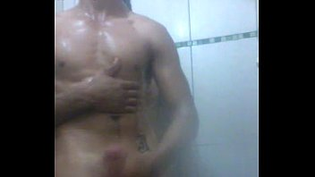Machos Pelados Batendo Punheta no Banho