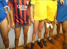 Só Homens com Camisas de Futebol Pelados