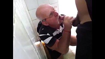 Casados Fazendo Putaria Gay no Banheiro