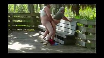 Gays Fudendo no Meio do Parque Cheios de Tesão