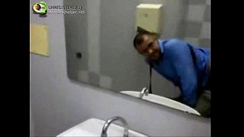 Video Real Amador de Porno Gay no Banheiro