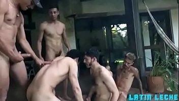 Garotos Fudendo Loucamente em Suruba Gay Bareback