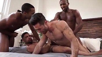 Negão Fudendo Gay Branquinho e Seu Vizinho na Orgia